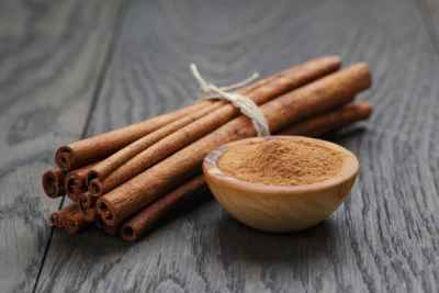 cinnamon-sticks-and-powder