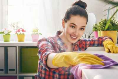 brunette-cleaning-house