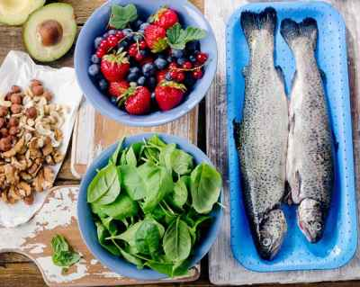 fish-berries-spinach-avocado-and-nuts