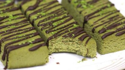 healthy-matcha-green-tea-fudge-protein-bars-e1427915173259