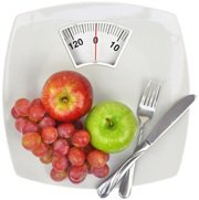 apples-grapes-fork-and-knife-on-scales