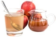 apple-cider-vinegar-in-glass-and-jug