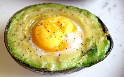 best-breakfast-baked-avocado-eggs-recipe (1)