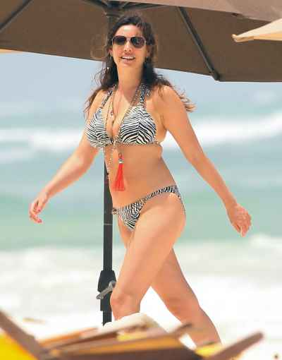 FAMEFLYNET - Exclusive: Kelly Brook Shows Off Her Bikini Body
