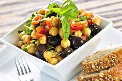 chickpea-salad-with-bread-480x319
