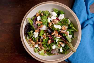 salad-with-walnuts-and-goat-cheese