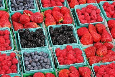 fresh-berries-at-the-farmers-market-4396260
