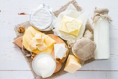 fresh-milk-and-various-types-of-cheeses